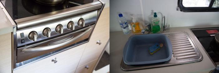 Küche: Ausgestattet mit Gasherd, Kühlschrank mit Eisfach, Toaster, Wasserkocher, Mikrowelle