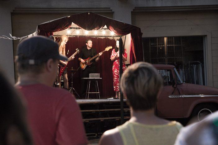 Künstler-Performance in den Straßen von The Rocks