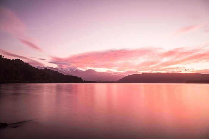 Blick auf den See bei Sonnenuntergang auf der Ottos Corner Campsite