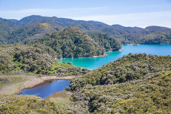 Ausblicke auf das Meer und kleine Seen