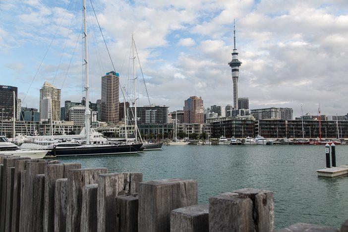 Aucklands Skyline vom Hafen aus