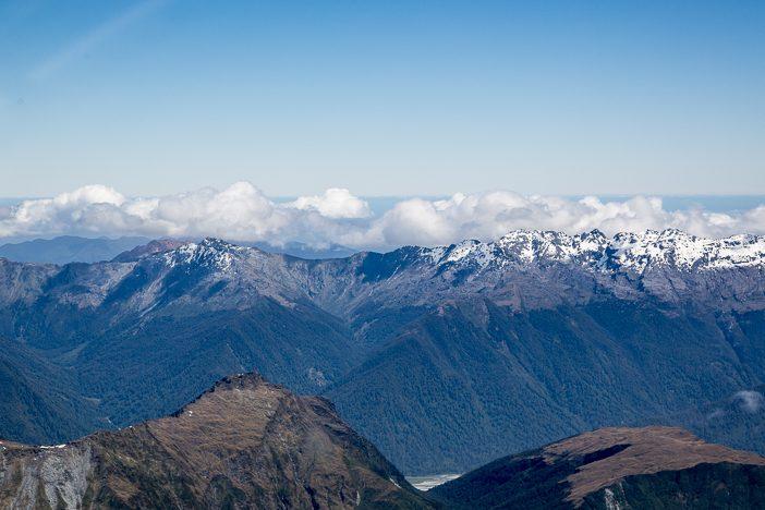 Am Horizont sieht man das Meer der Westküste (Tasman Sea)