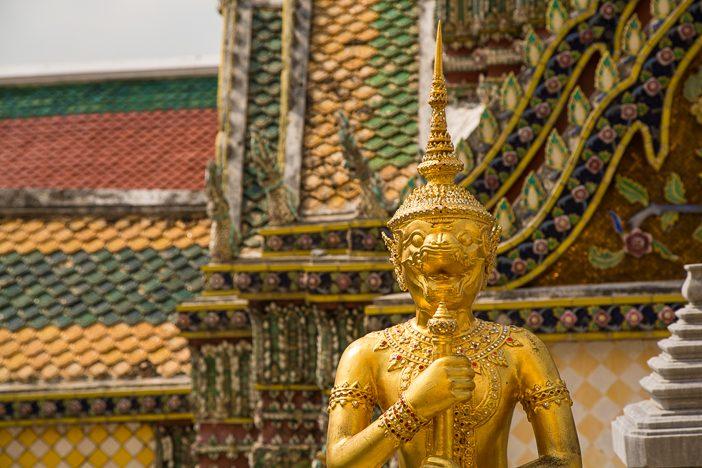 Gold und bunte Farben prägen das Bild der Anlage