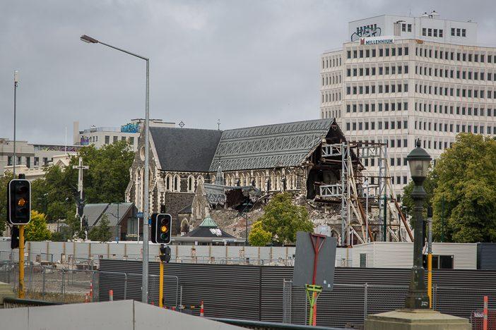 Die Christchurch Cathedral - gestützt und abgesperrt nach den Auswirkungen des Erdbebens