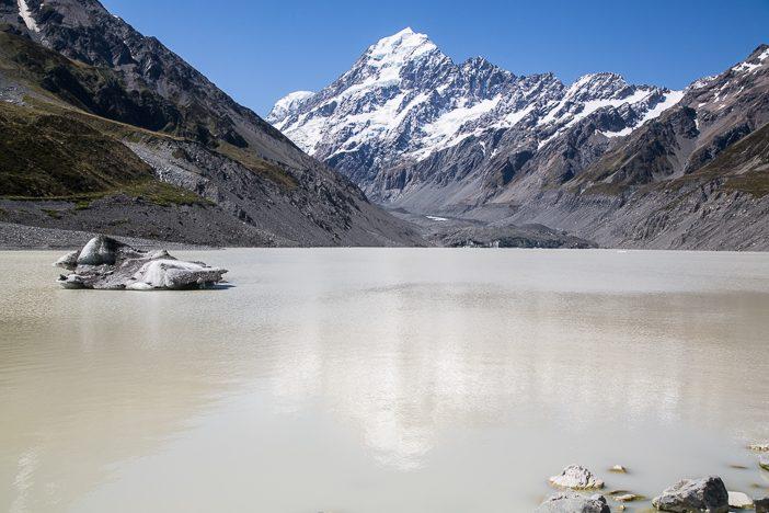 Gletscher-See am Fußes des Mount Cook mit kleinen Eisbergen