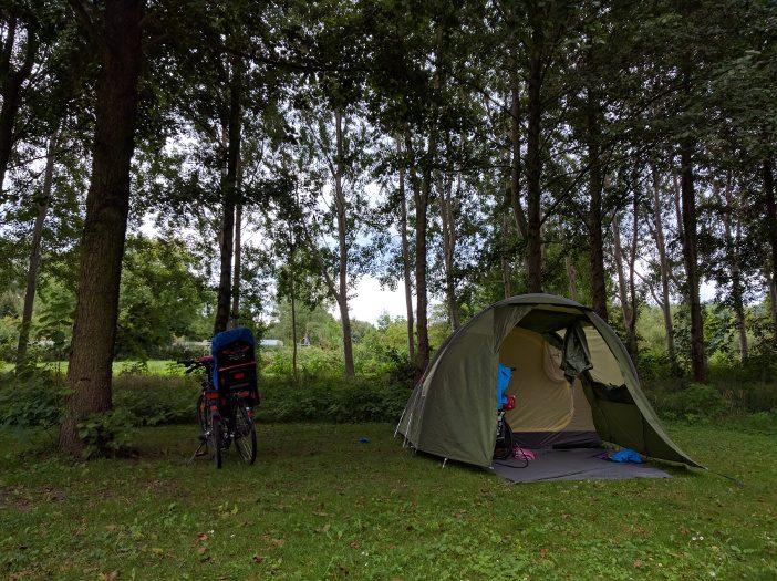 Unser Zelt nach der regenreichen Nacht